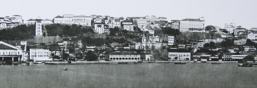 Fotografia de Salvador tirada no século XIX, onde aparece a igreja da Conceição da Praia