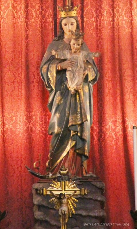 """Imagem da invocação """"Nossa Senhora dos Mares"""", ou também """"Nossa Senhora dos Navegantes"""". Esse título venera Maria enquanto protetora dos marítimos (aos pés da imagem há a representação de embarcações)."""