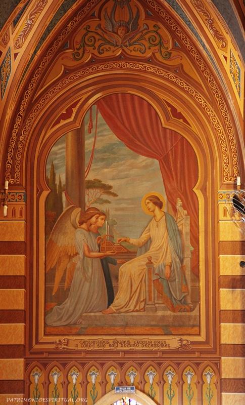 Pintura do lado do coro, representando Santa Cecília, padroeira dos músicos