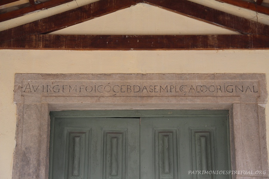 Inscrição na entrada da igreja de Nossa Senhora de Montserrat (Salvador, Séc. XVII)