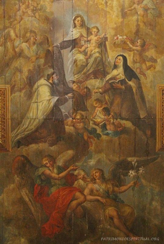 Pintura no teto da igreja, representando diversos santos da ordem carmelita