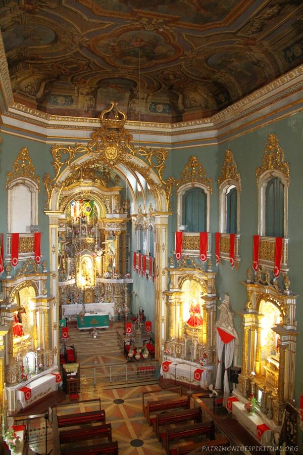 Visão da igreja a partir do coro.