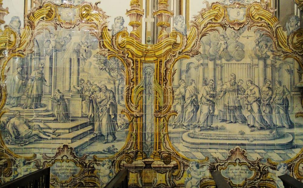 Azulejos contam episódios da vida de Nossa Senhora: na foto, a apresentação de Maria no Templo, e seu matrimônio com São José
