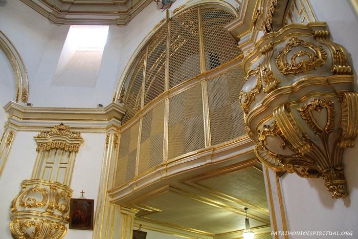 Púlpitos e coro das monjas