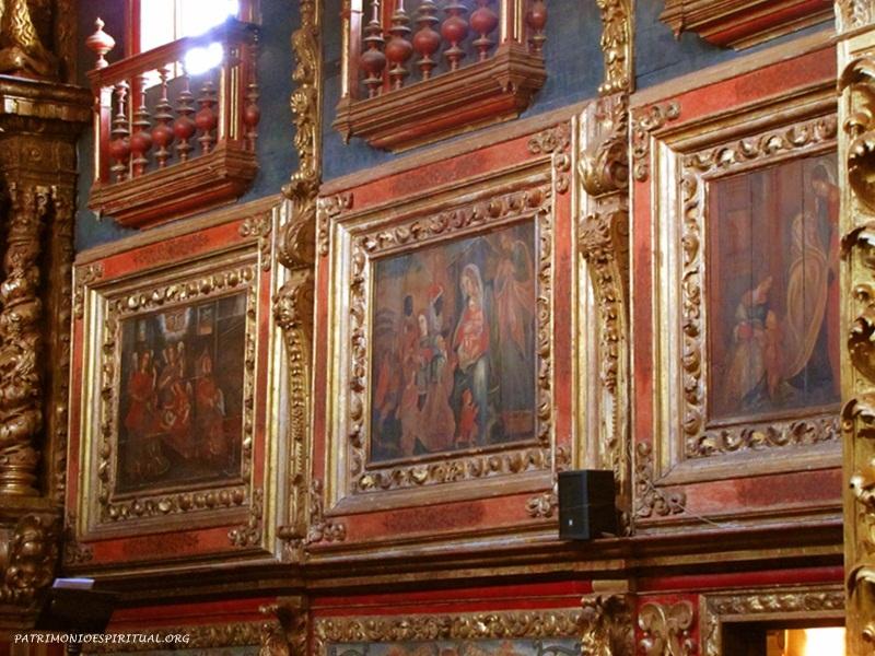 Na capela-mor há diversos quadros que representam cenas da vida de Jesus e Maria.