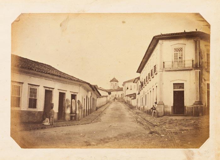 Ladeira de Santo Antônio, hoje rua Dr. Falcão Filho, vendo‐se a igreja de Santo Antônio, localizada na atual praça do Patriarca, São Paulo, c. 1862