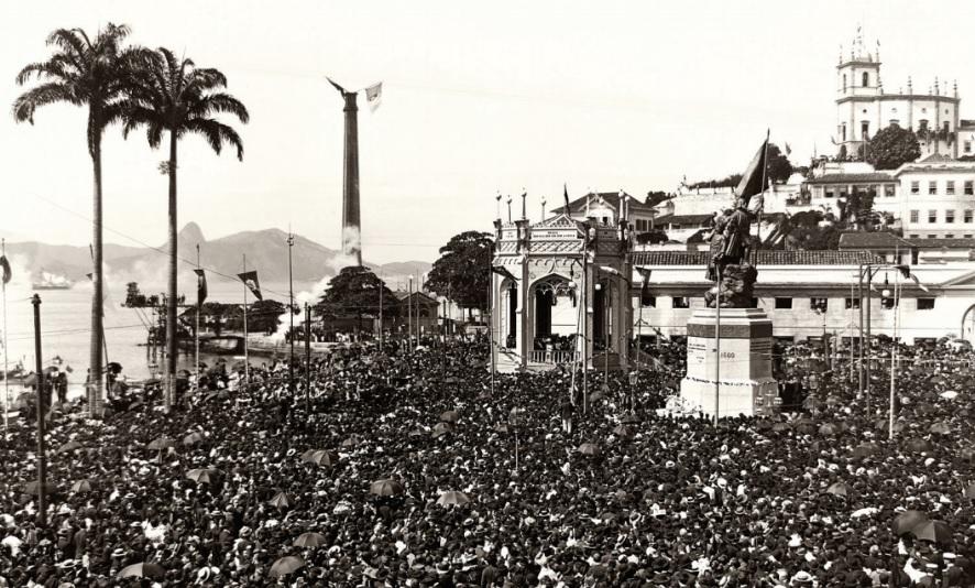 Festa de inauguração da estátua de Pedro Álvares Cabral, no ano de 1900.