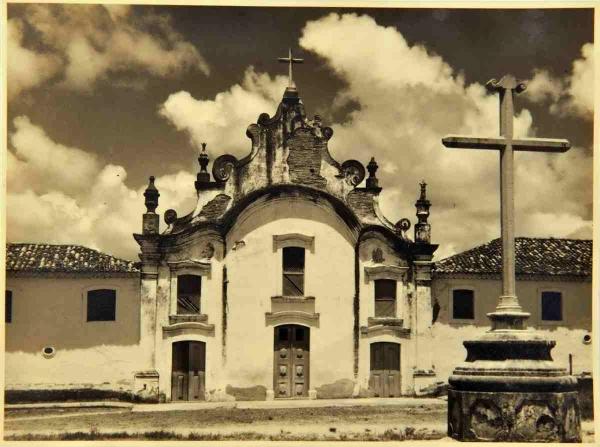 Fachada da igreja da Soledade, em um antigo postal de autoria de Benício Whatley Dias