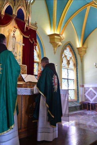 Mons. João Clá celebrando